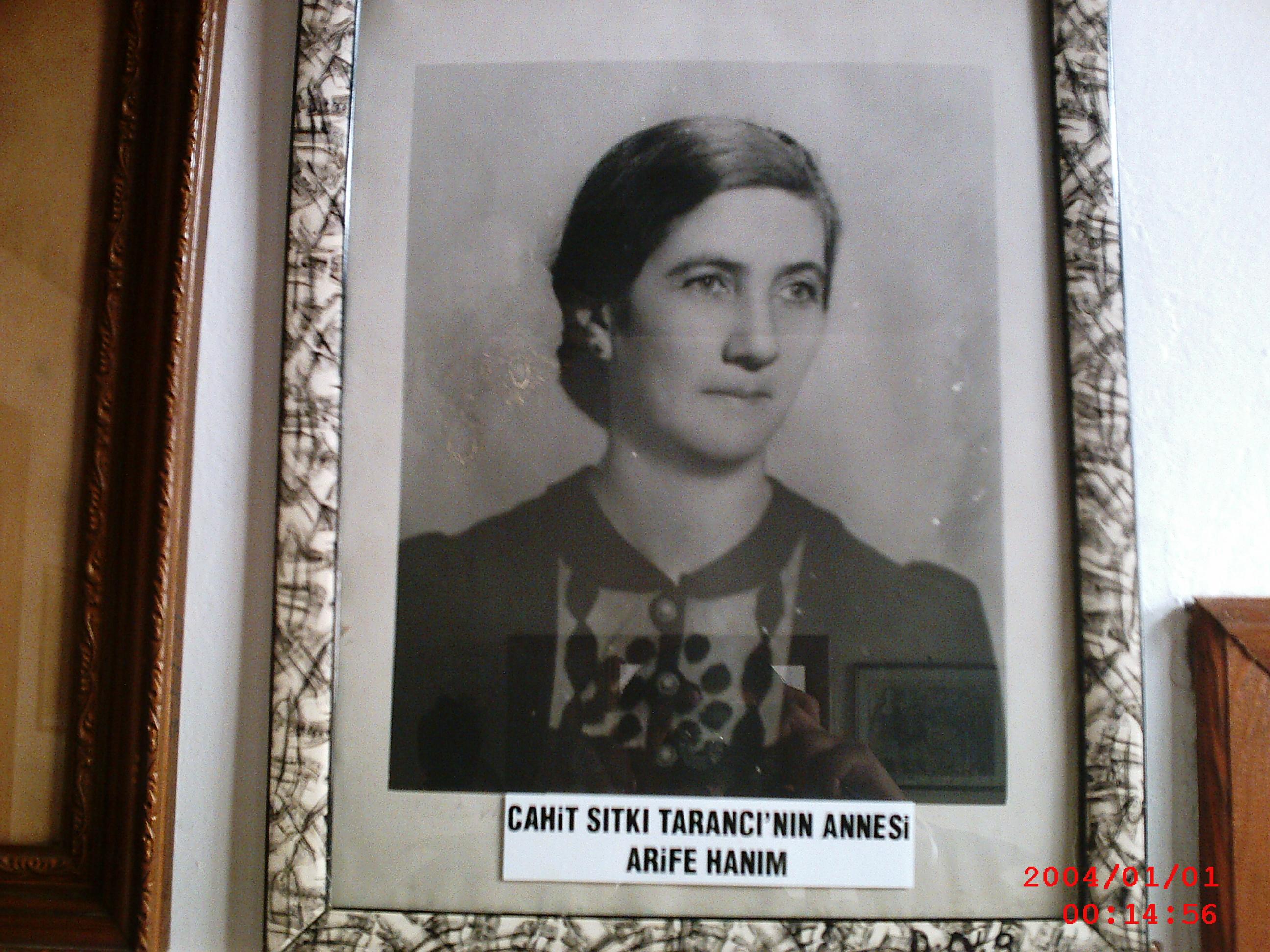 Annesi Arife Hanım