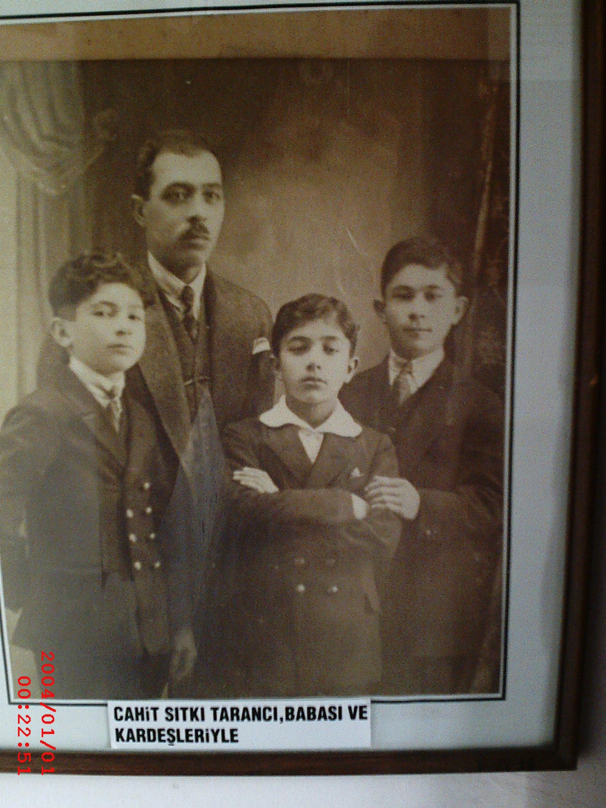 Babası Ve Kardeşleriyle